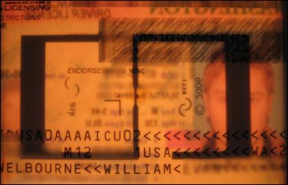 """Новите """"по-сигурни"""" лични документи на г-н У. Уелборн"""
