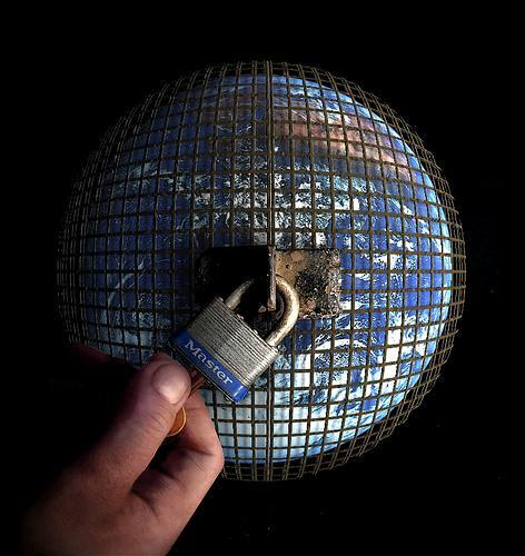 Световният затвор е най-сигурният… на света. От него няма къде да избягаш, ако не броим духовното.