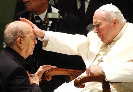 Папата и педофила