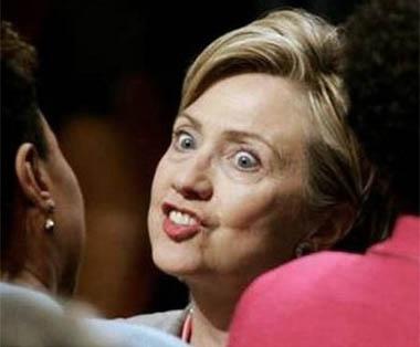 Клинтънови – хвани единия, удари другия.