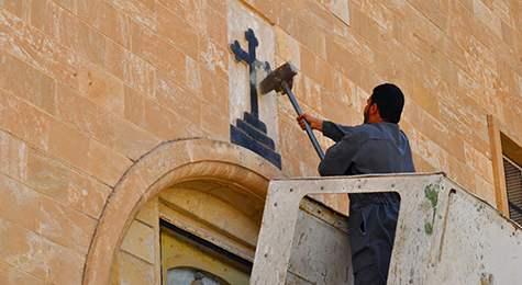 Шведски епископ: Да се махнат кръстовете, за да угодим на имигрантите
